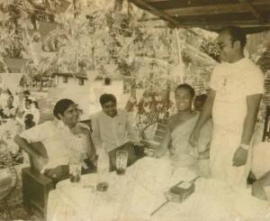 左:ラニル首相,1人おいてウパティッサ先生とBuddhi